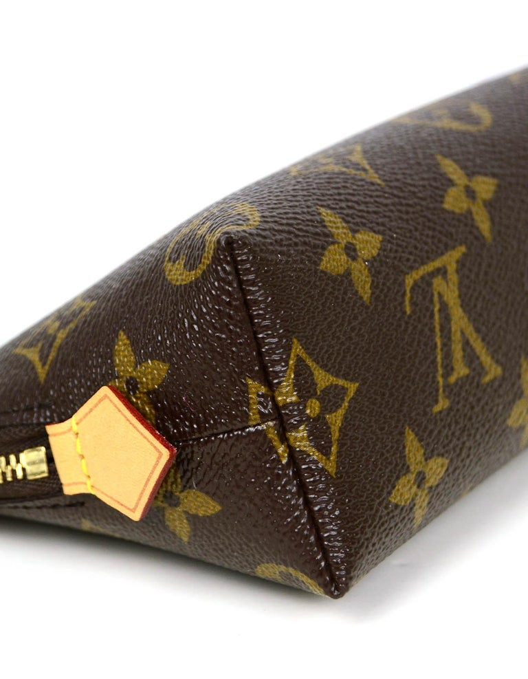 Louis Vuitton Monogram Coated Canvas Cosmetic Pouch Bag In Excellent Condition For Sale In New York, NY