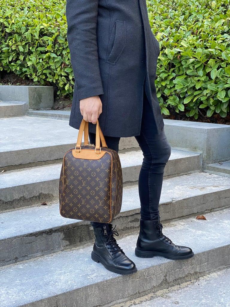 Louis Vuitton Monogram Excursion Shoe bag vintage  For Sale 6