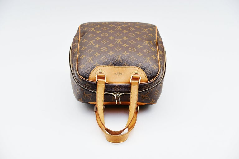 Louis Vuitton Monogram Excursion Shoe bag vintage  In Good Condition For Sale In Roosendaal, NL
