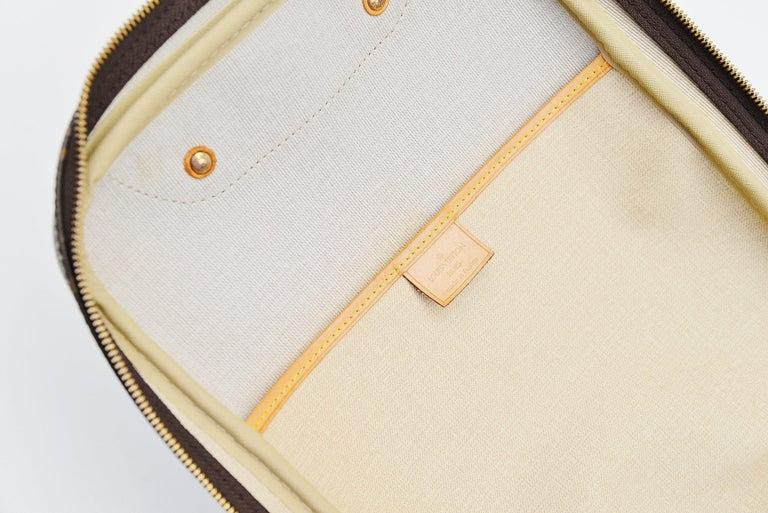 Louis Vuitton Monogram Excursion Shoe bag vintage  For Sale 3