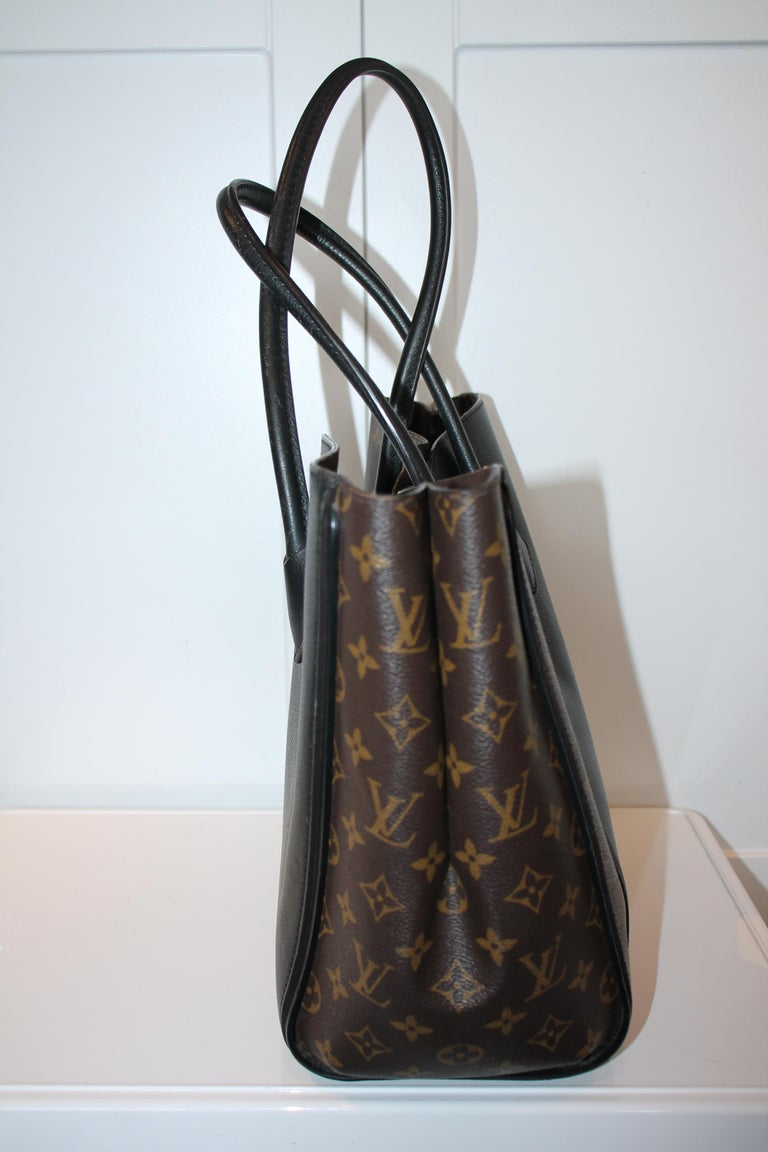 Louis Vuitton Monogram Kimono MM In Good Condition For Sale In Roslyn, NY