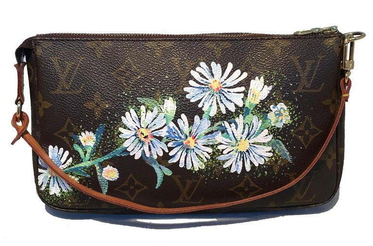 Louis Vuitton Monogram Painted Daisies Pochette Accessoires Accessories Pouch in excellent condition. Signature louis vuitton monogram canvas trimmed with tan leather and golden hardware. Hand painted cluster of white daisies along the front with