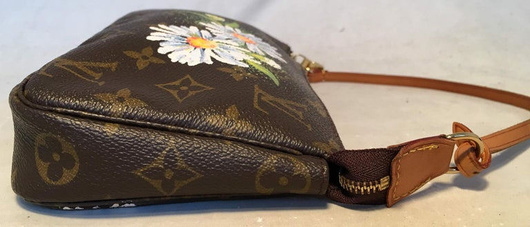 Louis Vuitton Monogram Painted Daisies Pochette Accessoires Accessories Pouch In Excellent Condition For Sale In Philadelphia, PA