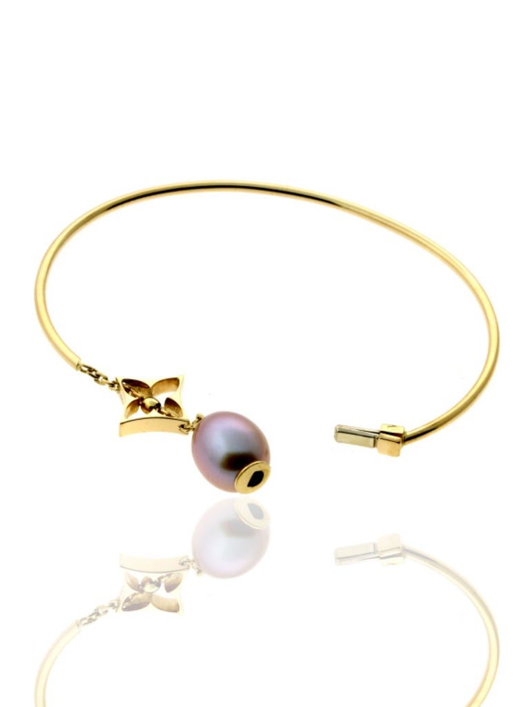 Louis Vuitton Monogram Pearl Gold Bangle Bracelet In Excellent Condition For Sale In Feasterville, PA