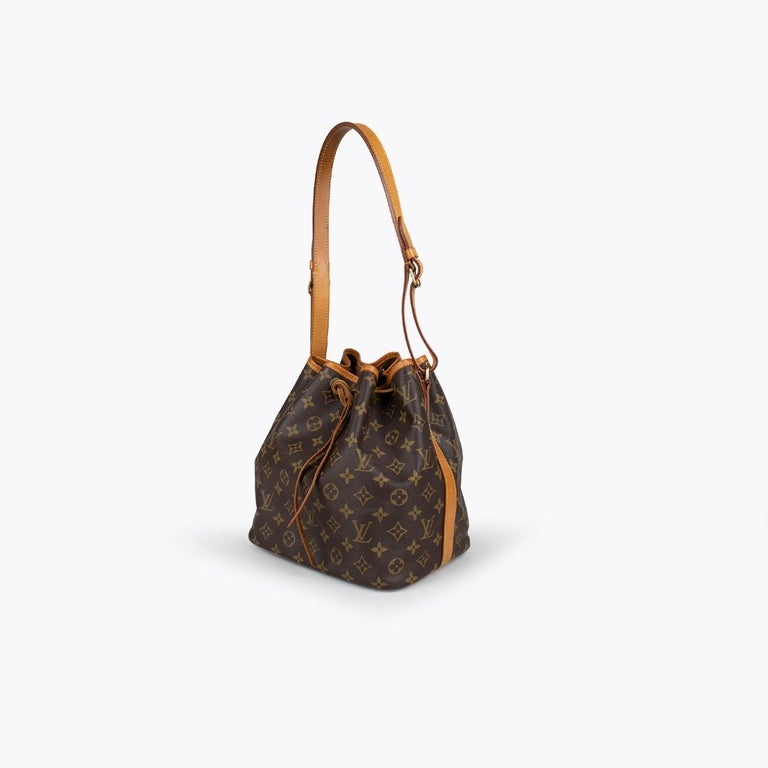 Brown and tan coated canvas Louis Vuitton Monogram Petit Noé  - Brass hardware - Single adjustable flat shoulder strap - Brown canvas lining and drawstring closure at top  Overall Preloved Condition: Very Good Exterior Condition: Very Good: Light