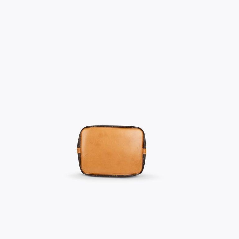 Women's Louis Vuitton Monogram Petit Noé Bag For Sale