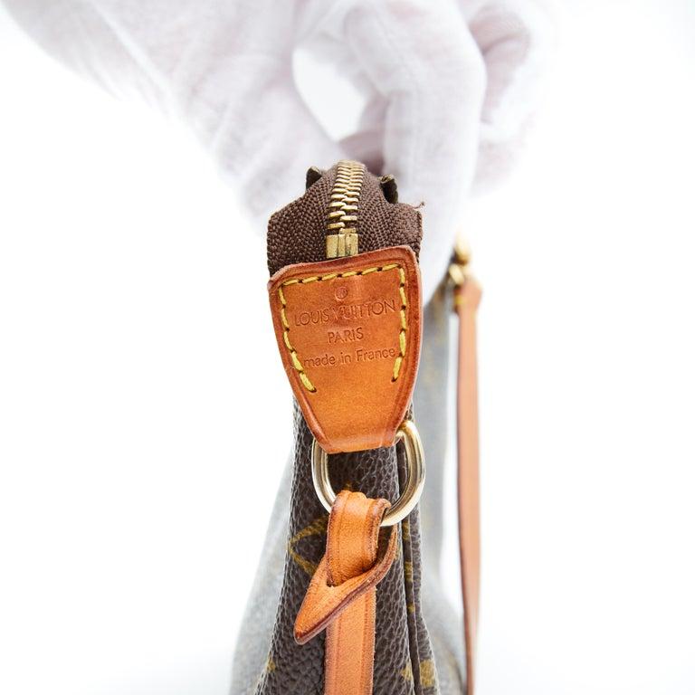 Louis Vuitton Monogram Pochette Accessories Bag 2001 For Sale 3