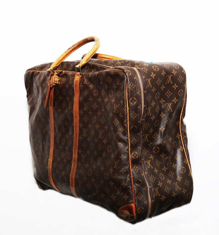 Louis Vuitton Monogram Sirius Suitcase 70cm Luggage Weekender Travel Bag 80s  This beautiful luggage is in good condition. The luggage does have some wear to it but still looks good as new. There are two beige handles and two beige leather strips