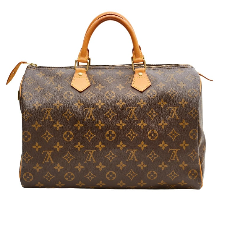 This iconic bag is made from brown monogram coated canvas with vachetta leather finishes. The Speedy 35 is a stylish handbag for both travel and daily use. Launched in 1930 as the