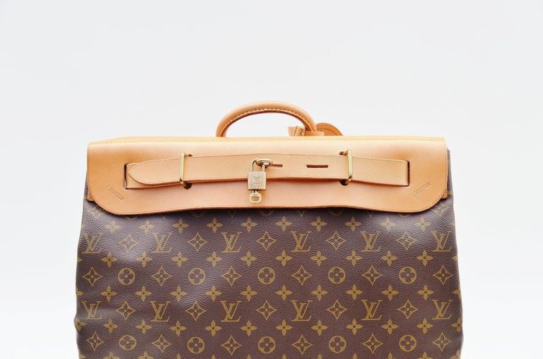 From the collection of Savineti we offer this Louis Vuitton Steamer Bag: -Brand: Louis Vuitton -Model: Steamer Bag -Condition: Good -Materials: canvas, leather, gold-tone hardware -       Length of the handle: 4cm -       Extras: Lock plus