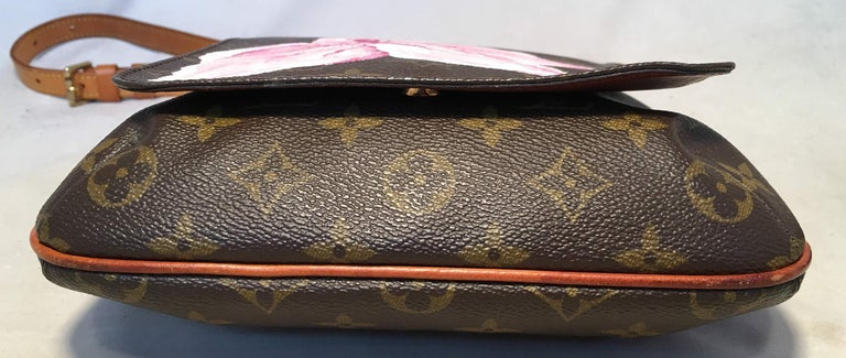 Louis Vuitton Monogram Vintage Customized Hand Painted Pink Flower Musette Salsa In Excellent Condition For Sale In Philadelphia, PA