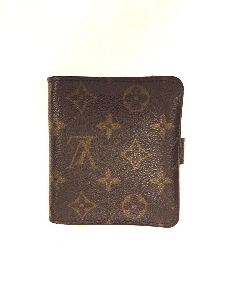 Women's or Men's Louis Vuitton monogram wallet  For Sale