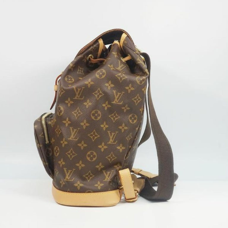 An authentic LOUIS VUITTON Montsouris GM Womens ruck sack Daypack M51135 The outside material is Monogram canvas. The pattern is MontsourisGM. This item is Vintage / Classic. The year of manufacture would be 2000. Rank AB signs of wear (Small) Used
