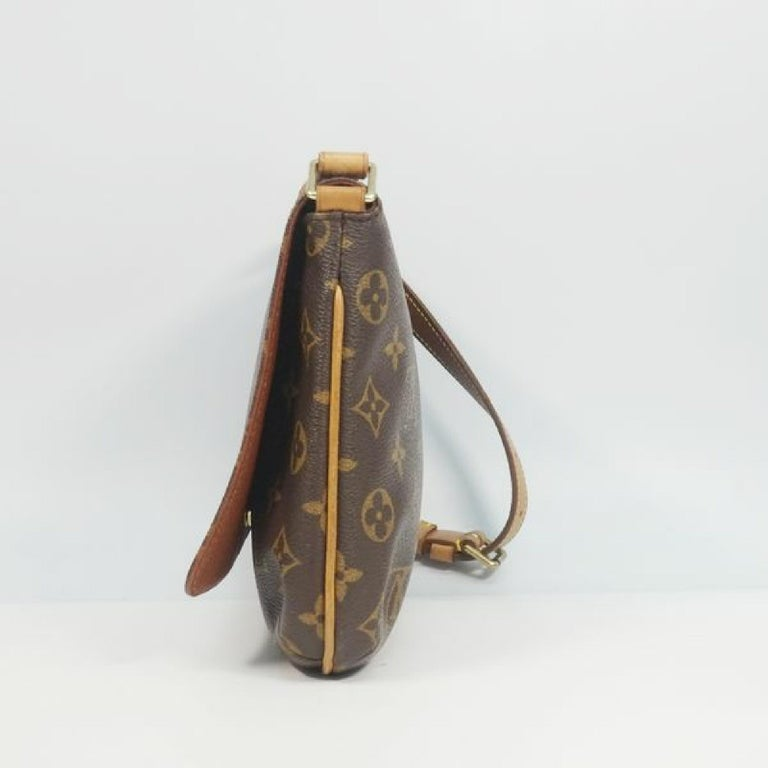 An authentic LOUIS VUITTON Musette Tango shorts Womens shoulder bag M51257 The outside material is Monogram canvas. The pattern is Musette Tango  shorts. This item is Vintage / Classic. The year of manufacture would be 1999. Rank AB signs of wear