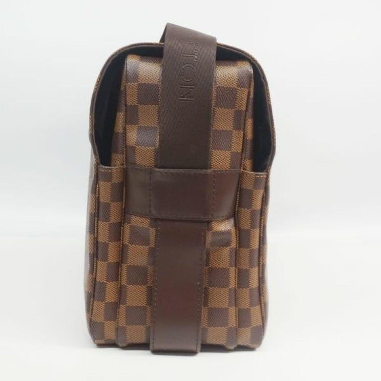 An authentic LOUIS VUITTON Naviglio unisex shoulder bag N45255 Damier ebene. The color is Damier ebene. The outside material is Damier canvas. The pattern is Naviglio. This item is Contemporary. The year of manufacture would be 2006. Rank A