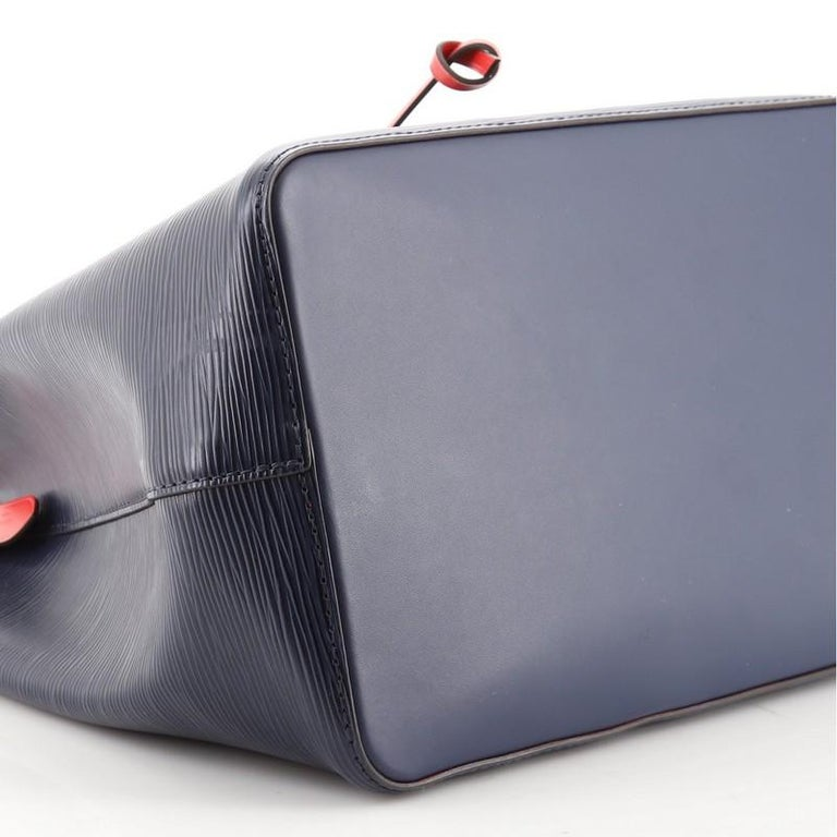 Women's or Men's Louis Vuitton NeoNoe Handbag Epi Leather MM For Sale