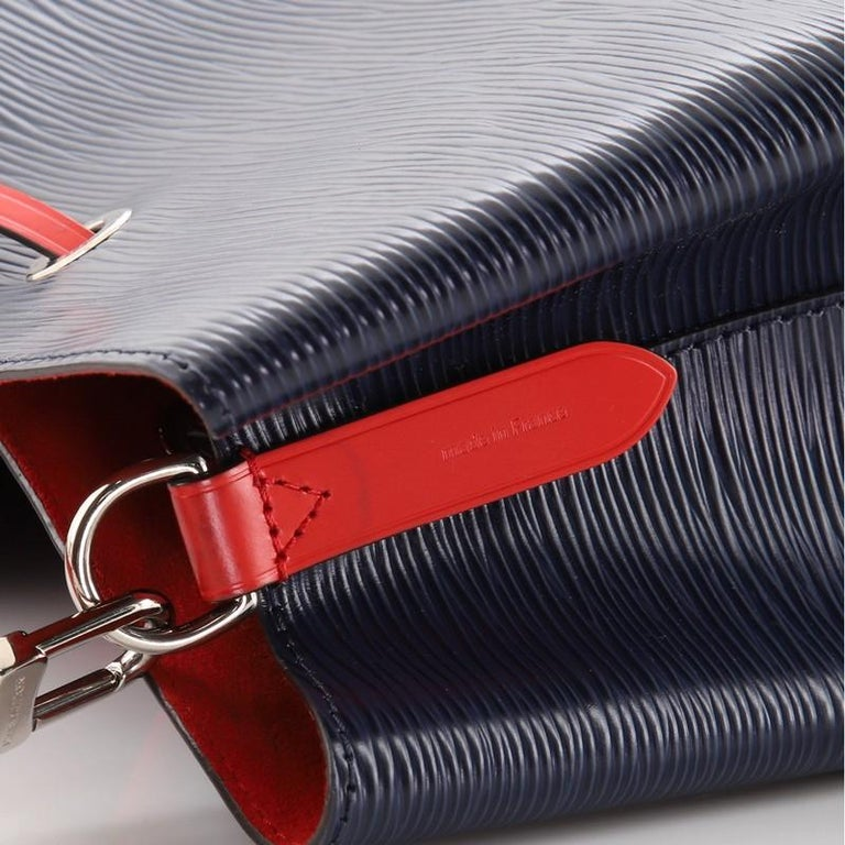 Louis Vuitton NeoNoe Handbag Epi Leather MM For Sale 1