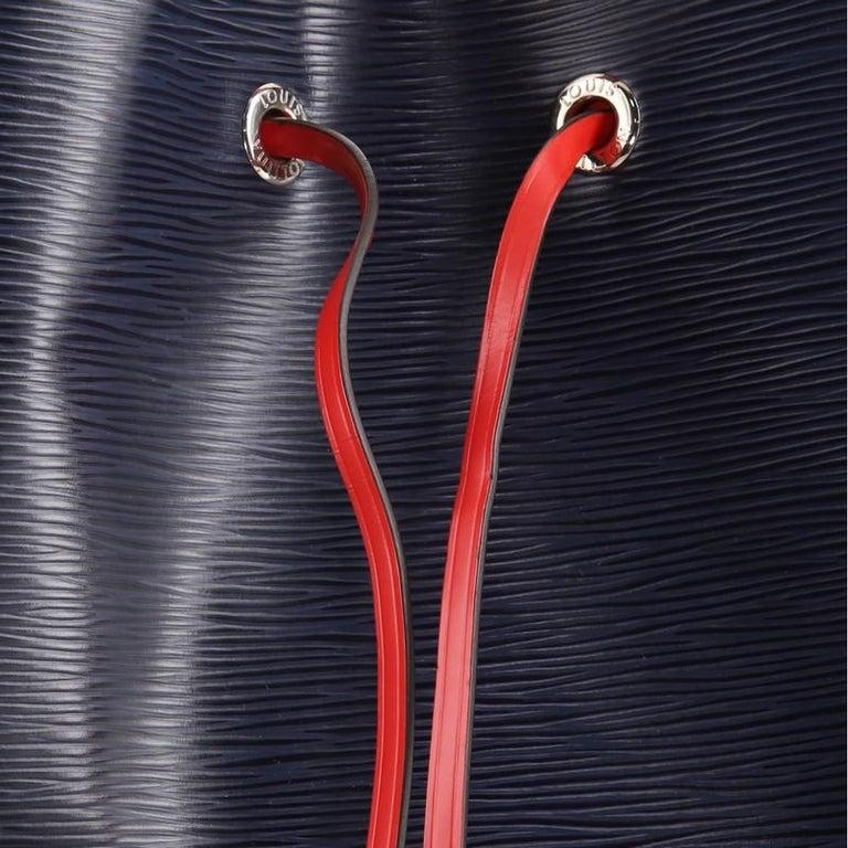 Louis Vuitton NeoNoe Handbag Epi Leather MM For Sale 2