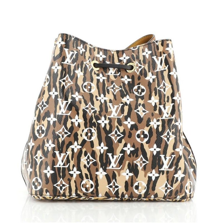 Louis Vuitton NeoNoe Handbag Limited Edition Jungle Monogram Giant In Good Condition For Sale In New York, NY
