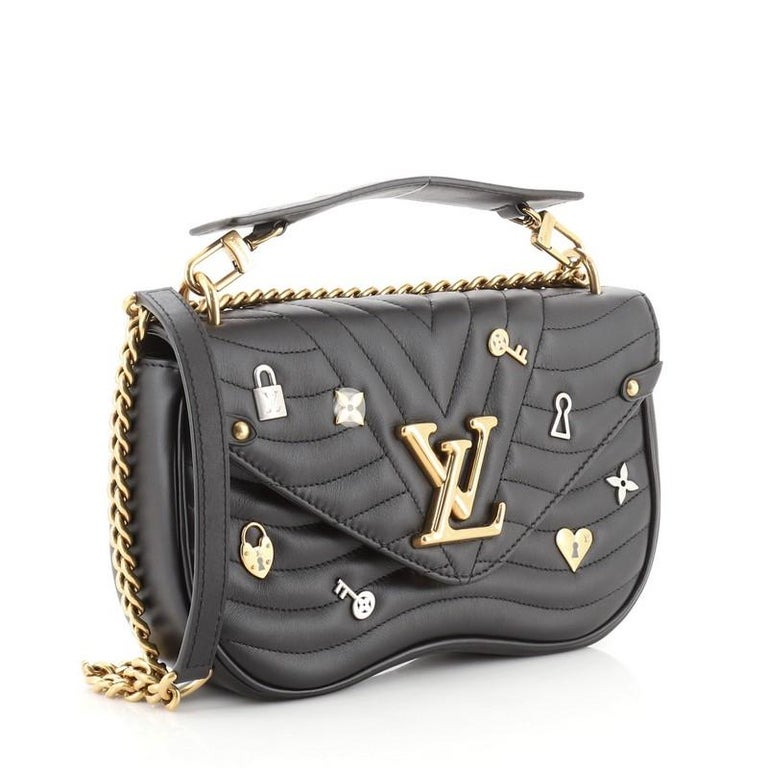 Louis Vuitton New Wave Chain Bag Limited Edition Love Lock Quilted Leathe In Good Condition For Sale In New York, NY