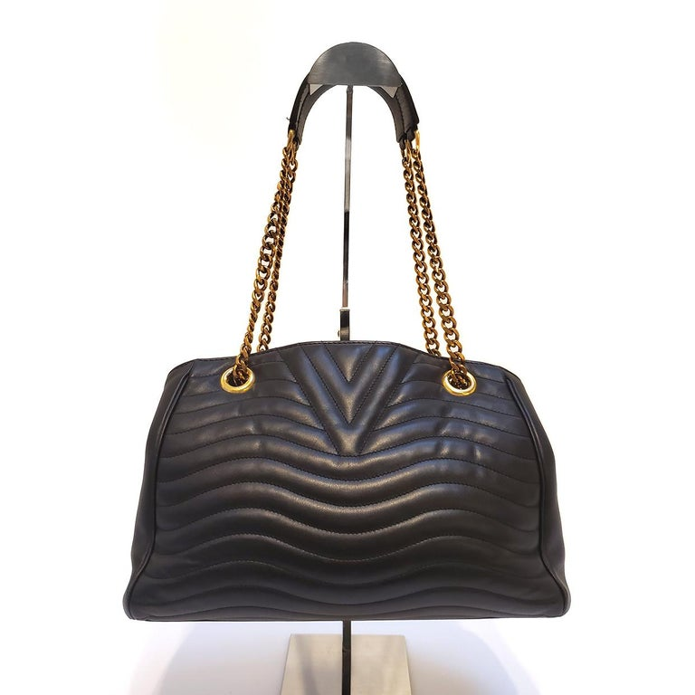 Louis Vuitton New Wave Chain Black Quilted Tote Handbag In Good Condition For Sale In Columbia, MO