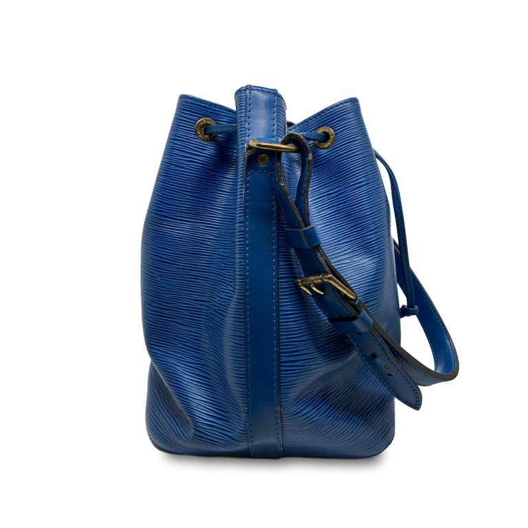 Louis Vuitton Noe PM Toledo Blue EPI Leather Bucket Bag, France 1992. In Good Condition In Banner Elk, NC