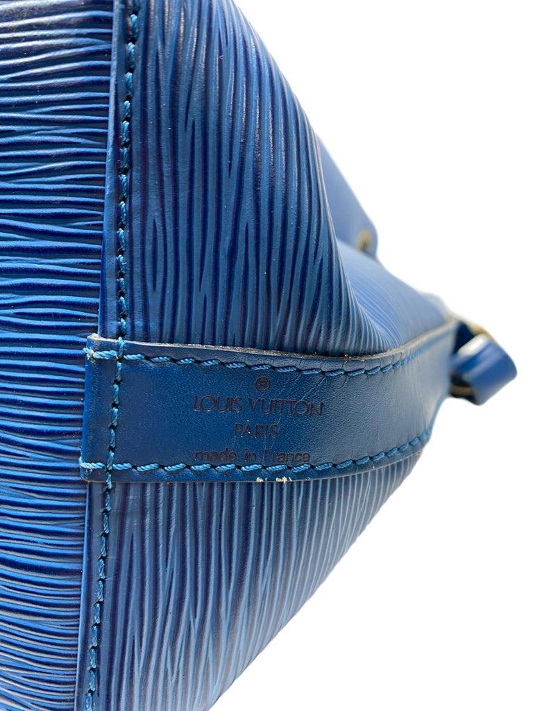 Louis Vuitton Noe PM Toledo Blue EPI Leather Bucket Bag, France 1992. 3