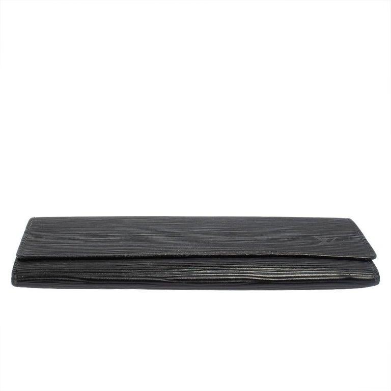 Louis Vuitton Noir Epi Leather Flap Wallet In Good Condition For Sale In Dubai, Al Qouz 2