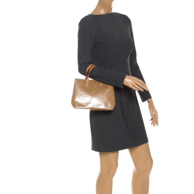 Louis Vuitton Noisette Vernis Reade PM Bag In Good Condition For Sale In Dubai, Al Qouz 2