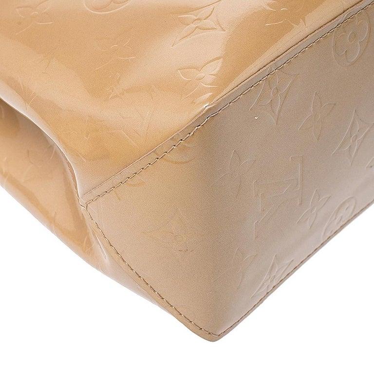 Louis Vuitton Noisette Vernis Reade PM Bag For Sale 2