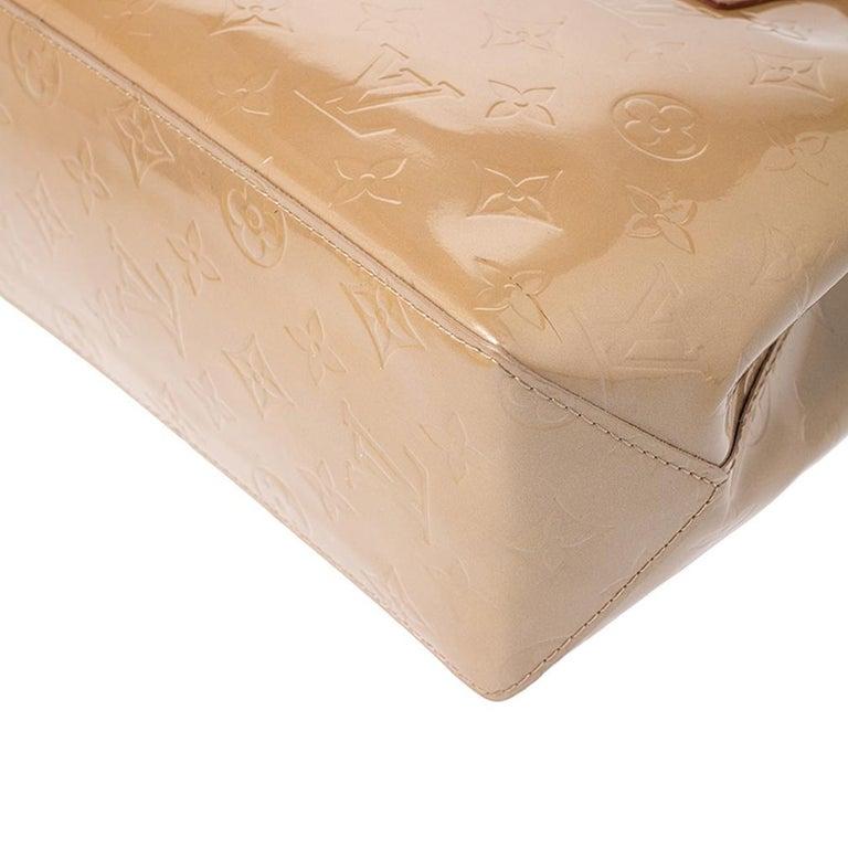 Louis Vuitton Noisette Vernis Reade PM Bag For Sale 4