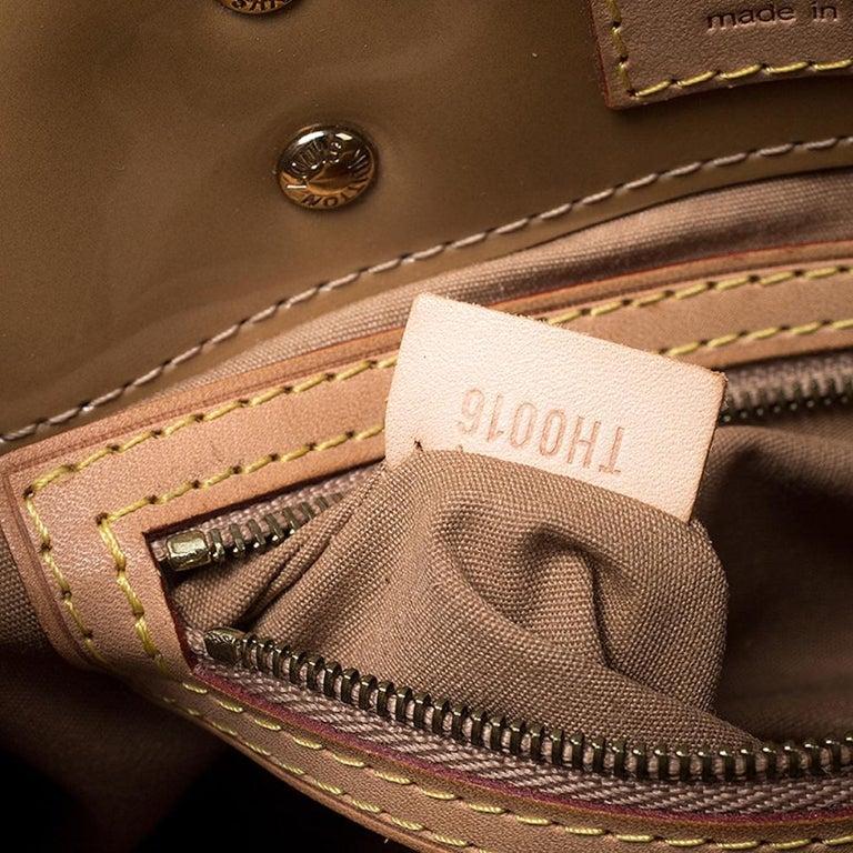 Louis Vuitton Noisette Vernis Reade PM Bag For Sale 5