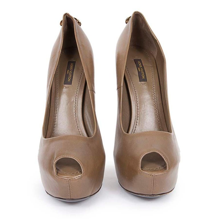 Brown LOUIS VUITTON Oh Really Khaki Leather Shoes Size 39 For Sale
