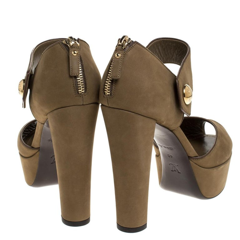 Louis Vuitton Olive Green Nubuck Leather Peep Toe Platform Sandals Size 40 In Good Condition For Sale In Dubai, Al Qouz 2