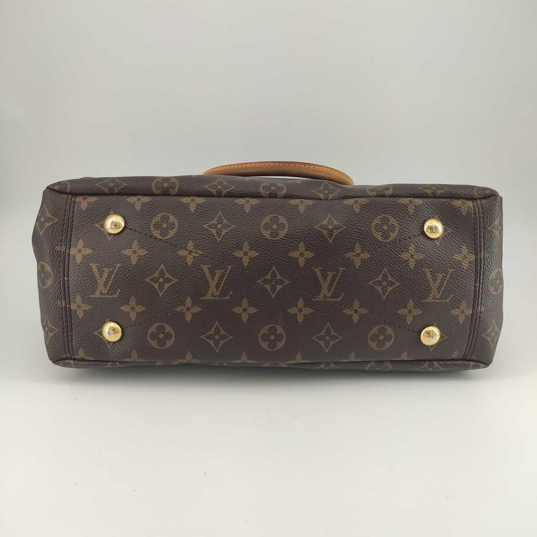 LOUIS VUITTON Pallas Shoulder bag in Brown Canvas In Excellent Condition For Sale In Clichy, FR