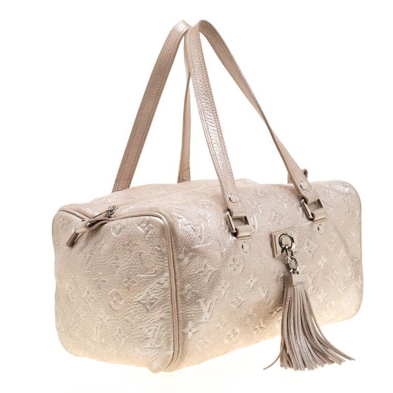 Louis Vuitton Peach Monogram Limited Edition Shimmer Comete Bag In Good Condition In Dubai, Al Qouz 2