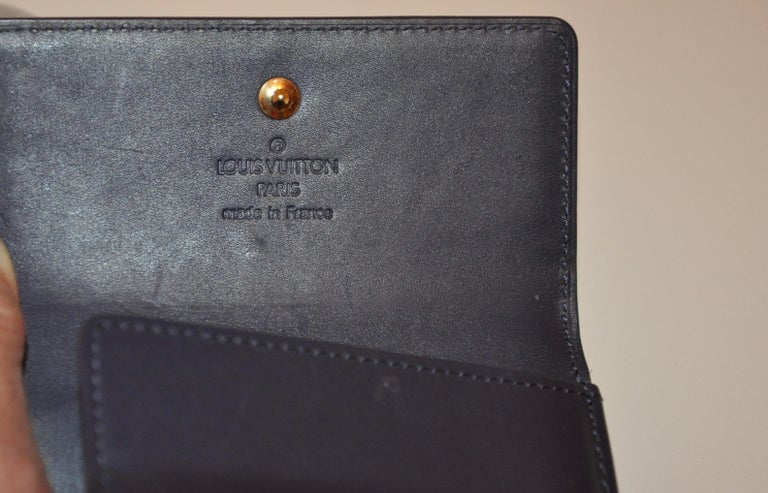 Women's or Men's Louis Vuitton Pearl-Steel Signature Monogram Credit-Card and Change Wallet For Sale