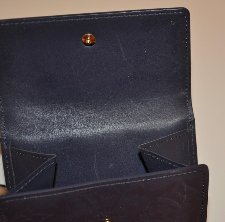 Louis Vuitton Pearl-Steel Signature Monogram Credit-Card and Change Wallet For Sale 3