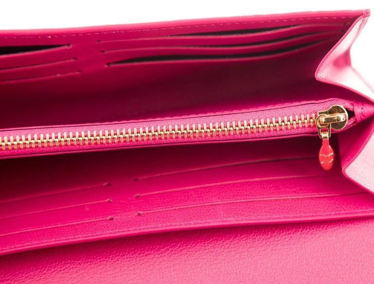 Women's Louis Vuitton Pink Crocodile Exotic Leather Logo Charm Evening Clutch Wallet For Sale