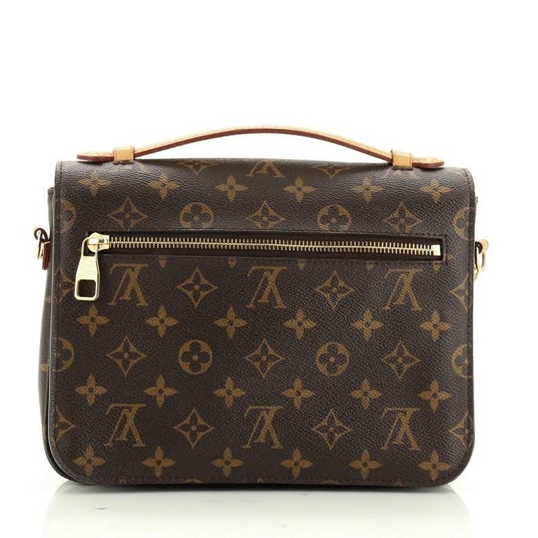 Louis Vuitton Pochette Metis Monogram Canvas In Good Condition For Sale In New York, NY