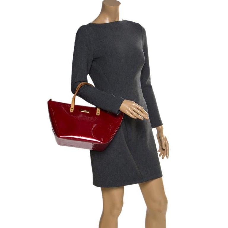 Louis Vuitton Pomme D'amour Monogram Vernis Bellevue PM Bag In Good Condition For Sale In Dubai, Al Qouz 2