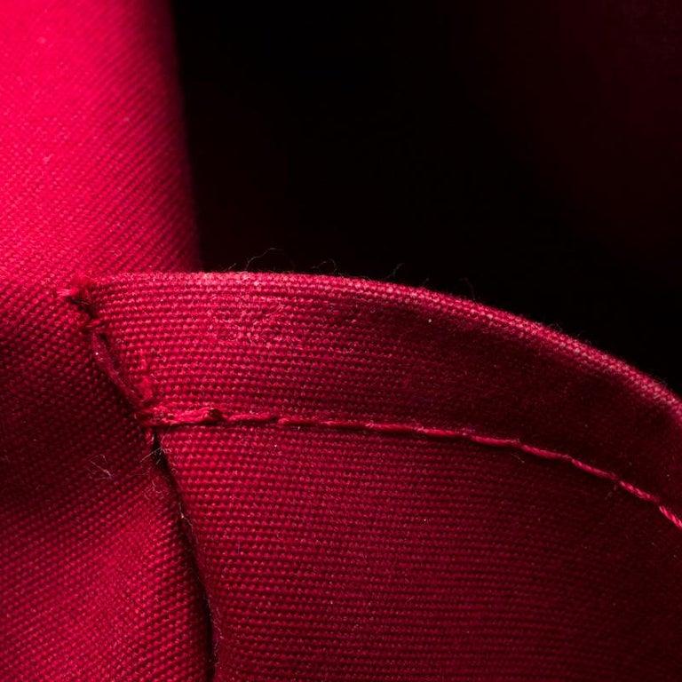 Louis Vuitton Pomme D'amour Monogram Vernis Bellevue PM Bag For Sale 5
