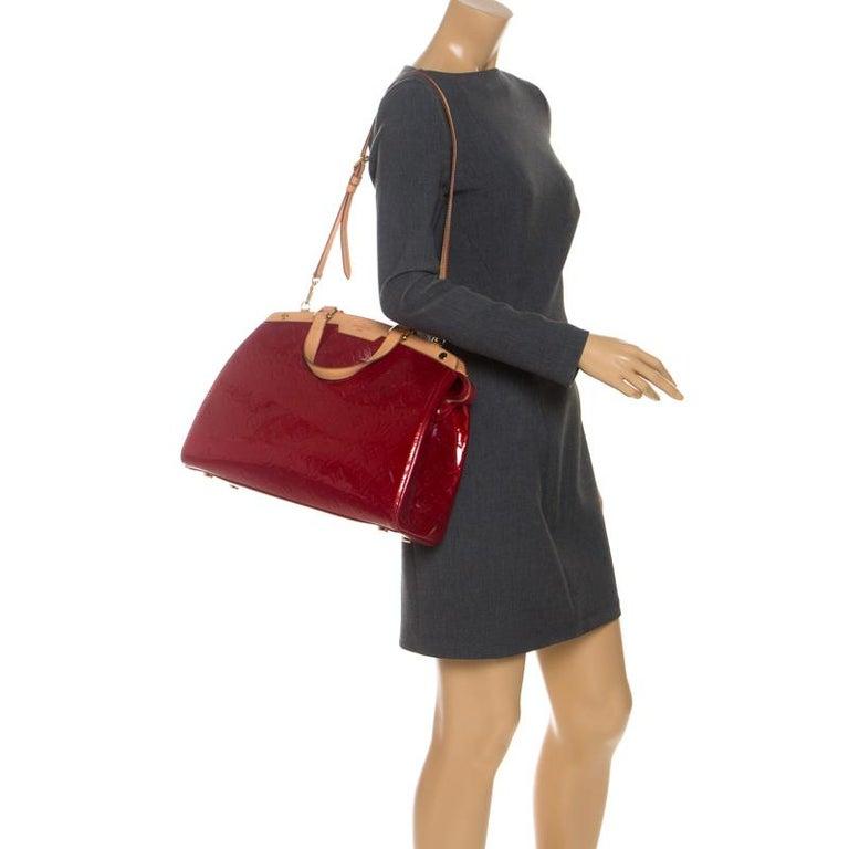Louis Vuitton Pomme D'amour Monogram Vernis Brea GM Bag In Good Condition For Sale In Dubai, Al Qouz 2