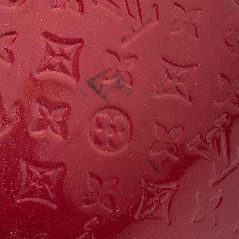 Louis Vuitton Pomme D'amour Monogram Vernis Brea GM Bag For Sale 2