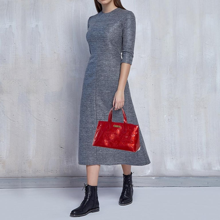Louis Vuitton's handbags are popular owing to their high style and functionality. This Wilshire bag, like all the other handbags, is durable and stylish. Crafted from Monogram Vernis, the bag comes with dual handles and a top with a hook that opens