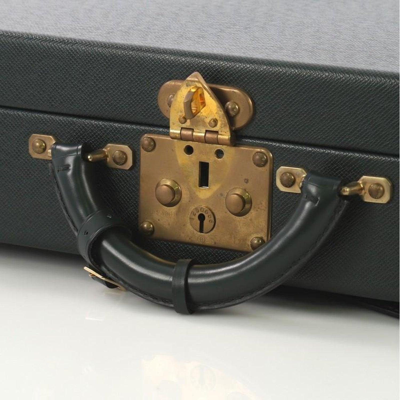 f70097d65c751 Louis Vuitton Präsident Classeur Aktentasche Taiga Leder im Angebot bei  1stdibs