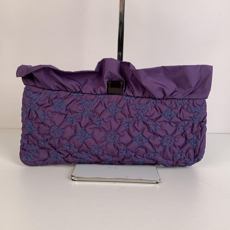 Louis Vuitton Purple Quilted Pochette Devi MM Clutch Bag In Excellent Condition For Sale In Rome, Rome