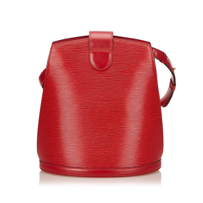 Louis Vuitton Red Epi Leather Cluny Shoulder Bag In Excellent Condition For Sale In Sheung Wan, HK