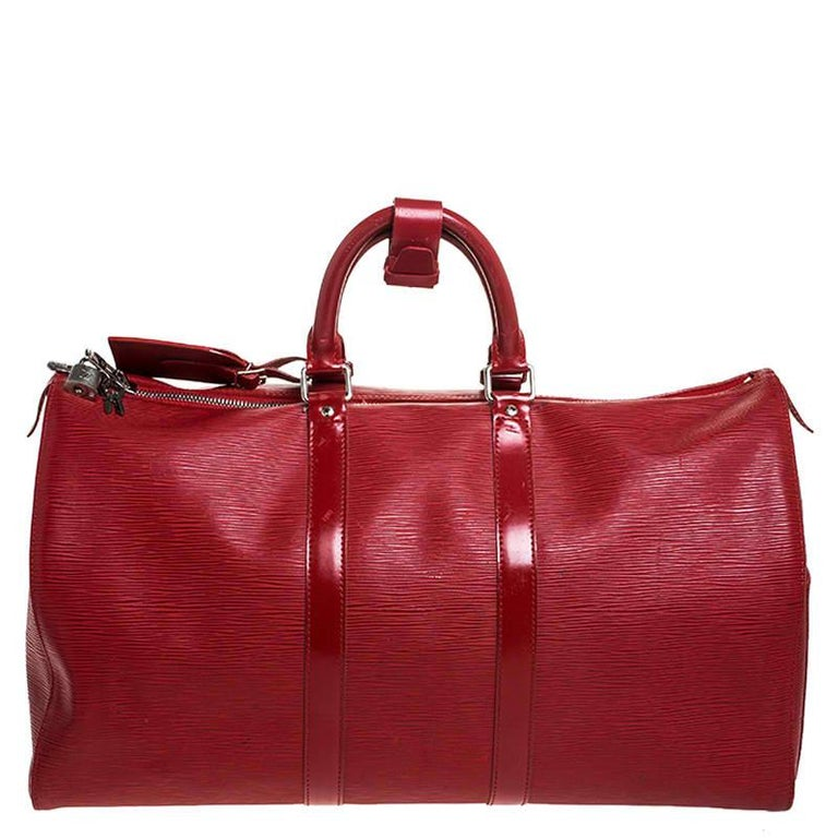 Fashion lovers naturally like to travel in style and at such times only the best travel handbag will do. That's why it is wise to opt for this Keepall as it is well-crafted from Epi leather to endure and well-designed to grace you with style. It
