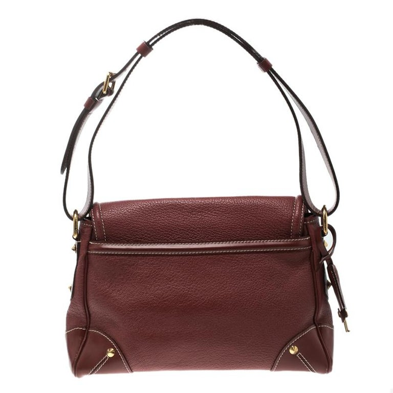 Stylish and durable, this shoulder bag from Louis Vuitton is crafted from red leather and enhanced with gold-tone hardware. The bag features a single adjustable handle and a fabric lined spacious interior. Carry this beauty to all your